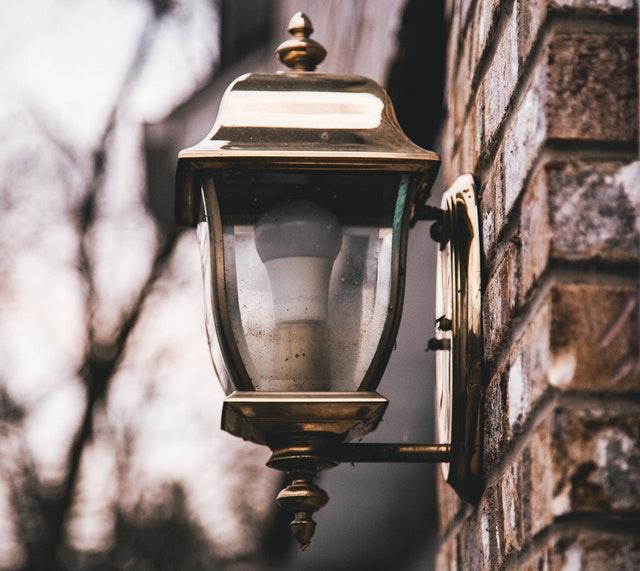 Waarom ouderwetse lantaarnpalen?